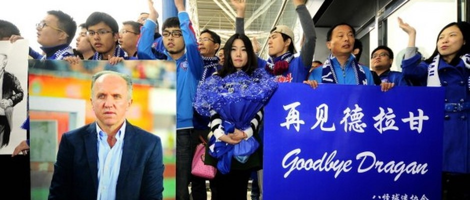 2013, november, Nanjing, airport - farewel with fotball fans